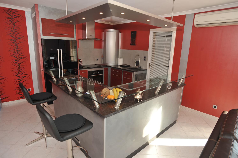Cuisine_contemporaine_porte_placage_bois_stratifiee_Ober-8