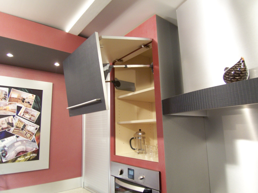 Cuisine_contemporaine_porte_placage_bois_stratifiee_croco_Oberflex-3
